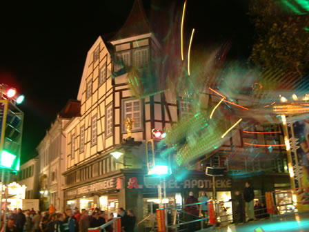 Stadtführung in Soest Der Marktplatz zur Soester Allerheiligenkirmes ©Werner Tigges