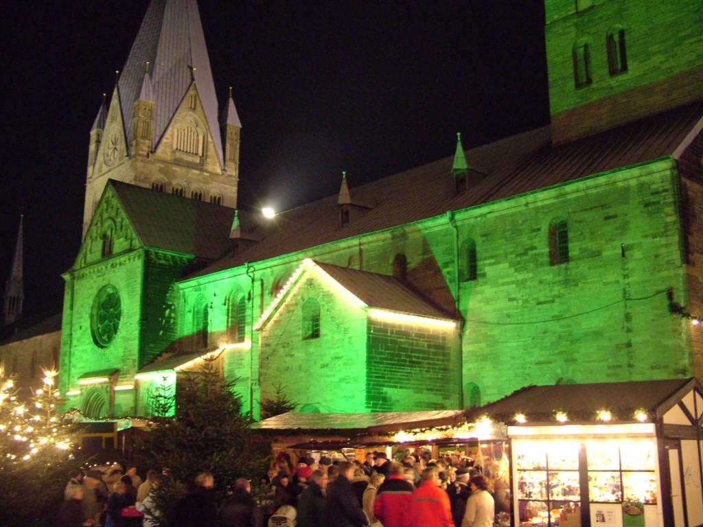 Weihnachtsmarkt in Soest an der Petrikirche ©Werner Tigges
