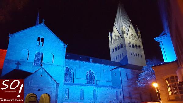 Der Dom in Soest - noch ohne Liedertexte. Das wird heute nachmittag zum öffentlichen Weihnachtsliedersingen anders.©Werner Tigges