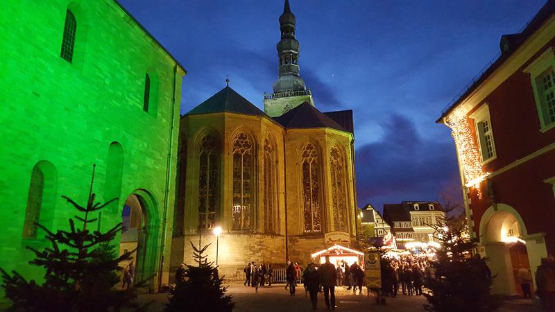 Dom Rathaus und Petrikirche zum Soester Weihnachtsmarkt 2015 ©Werner Tigges