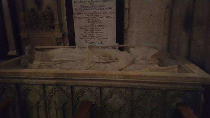 """Köln, Dom, Grabmal des Kölner Erzbischofs Rainald von Dassel, """"Mit freundlicher Genehmigung der Dombauhütte Köln""""."""