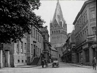 Historische Bilder aus Soest - Rathausstrasse mit Blick auf den Patrokli-Dom für stadtfuehrung-soest.de