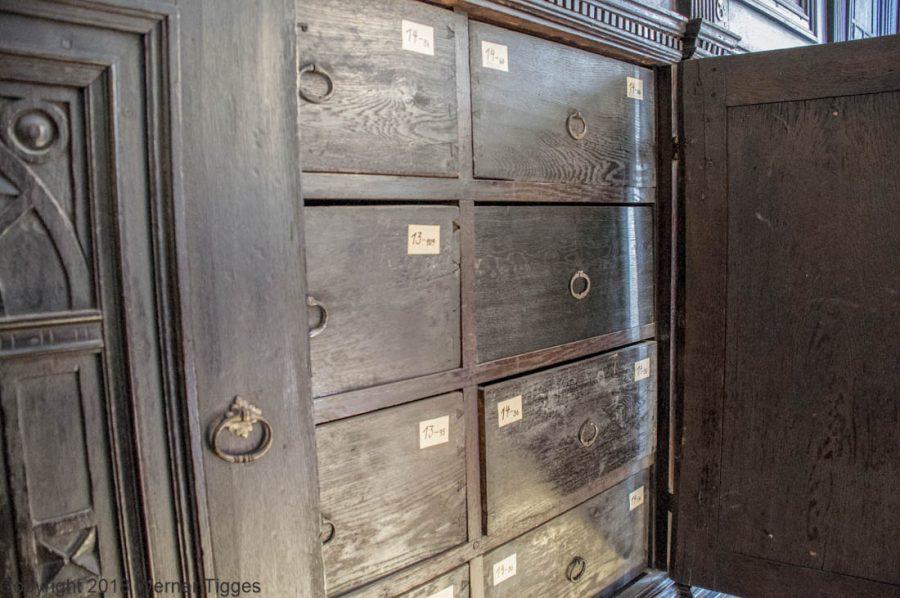 Fächer im alten Archivschrank am Standesamt- Das Soester Rathaus von 1713 für stadtfuehrung-soest.de